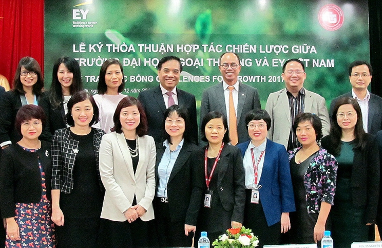 "The strategic partnership signing ceremony between Foreign Trade University and Ernst & Young Vietnam and Award Scholarships ""Challenges for growth 2017"""
